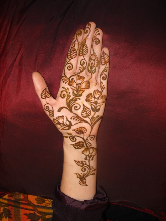 20+ Best Mehndi Designs for Bridesmaids!, 3. Flowers All Over