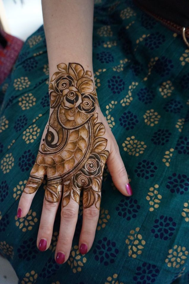 20+ Amazing Floral Mehendi Designs, 6. Floral Design with shades