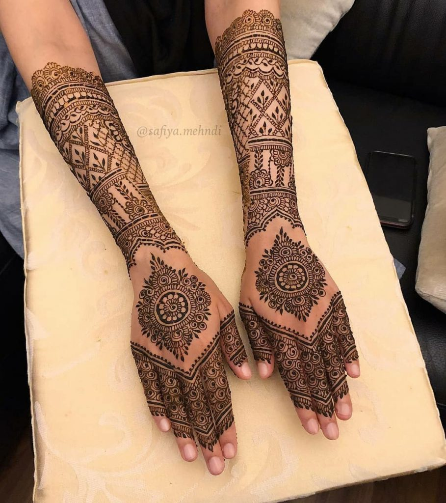 20+ Amazing Floral Mehendi Designs, Back of the hand floral pattern 1