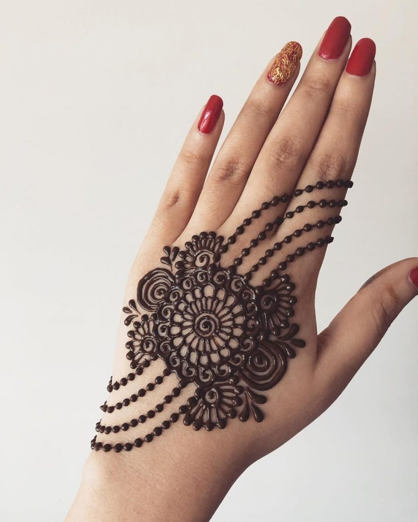 20+ Best Mehndi Designs for Bridesmaids!, Back of the hand mehndi designs for bridesmaid