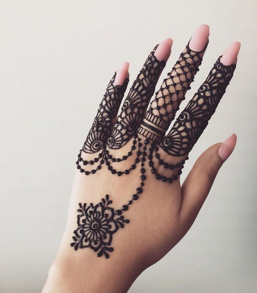 20+ Best Mehndi Designs for Bridesmaids!, Bridesmaid mehndi designs back of the hand