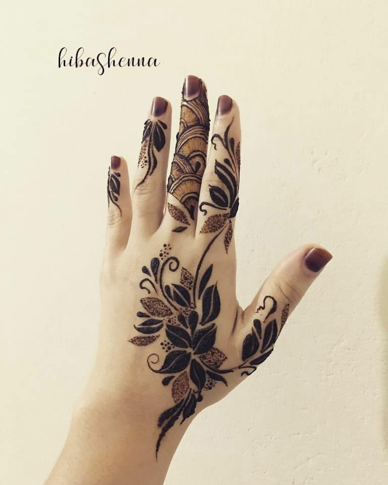 20+ Best Mehndi Designs for Bridesmaids!, Elegant Flower design on back hand