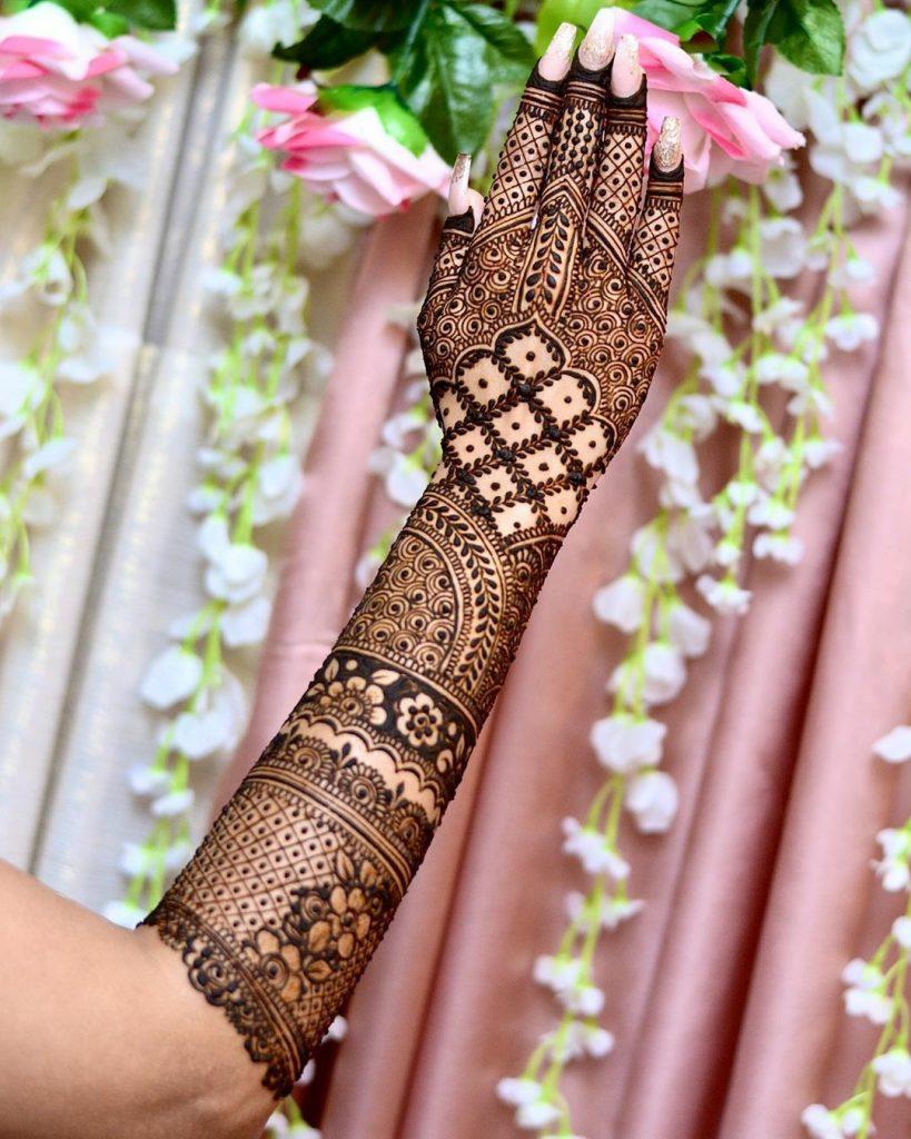 10 Rockstar Mehendi Artist You Must Follow for your henna Inspo!, Farah Sayeed 1