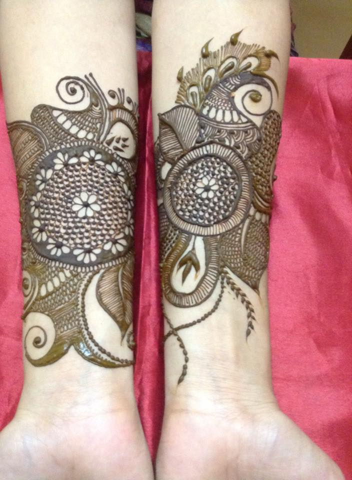20+ Amazing Floral Mehendi Designs, Flower Band Design For Hands 1