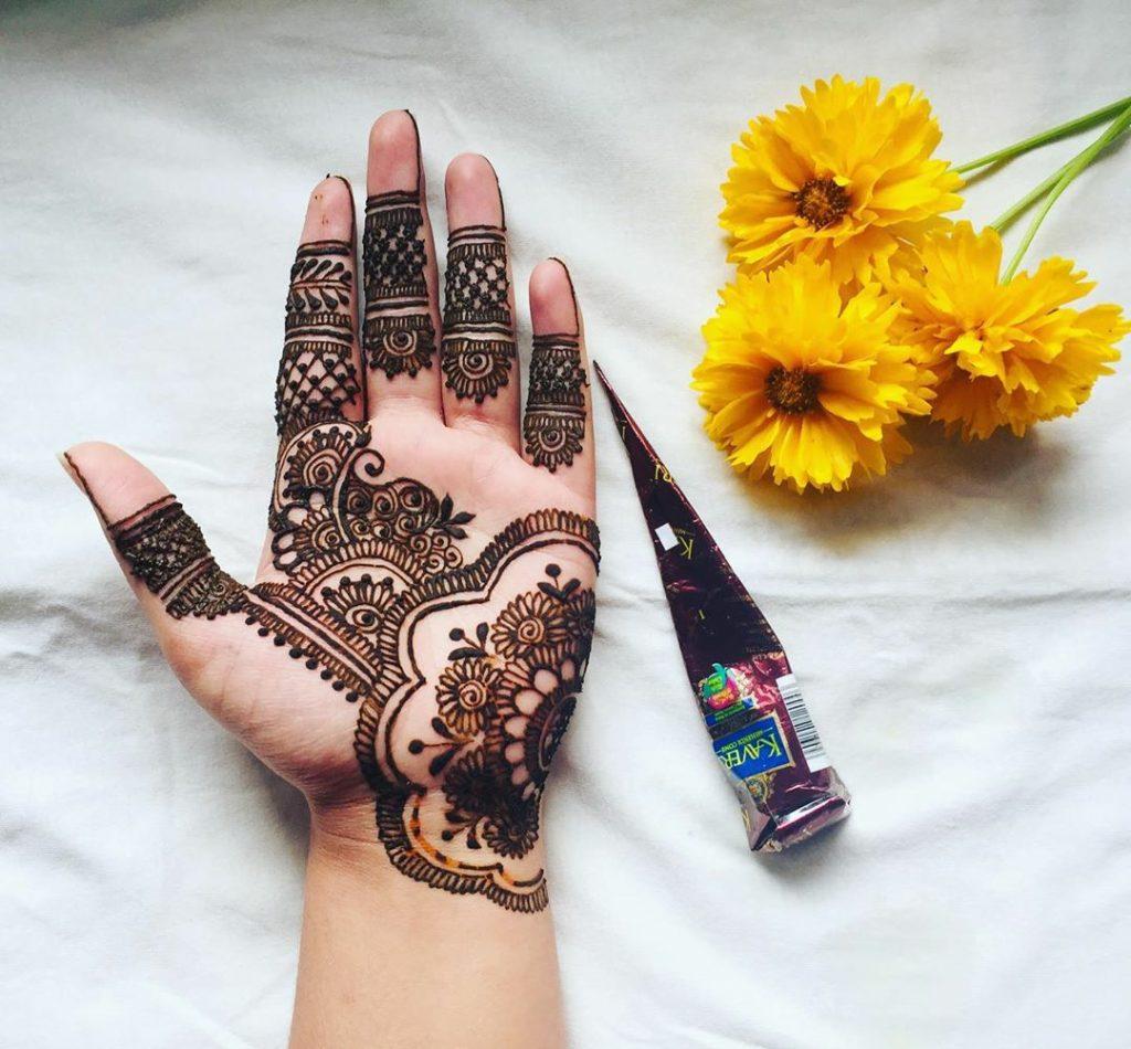 20+ Best Mehndi Designs for Bridesmaids!, Front hand Detailed Design