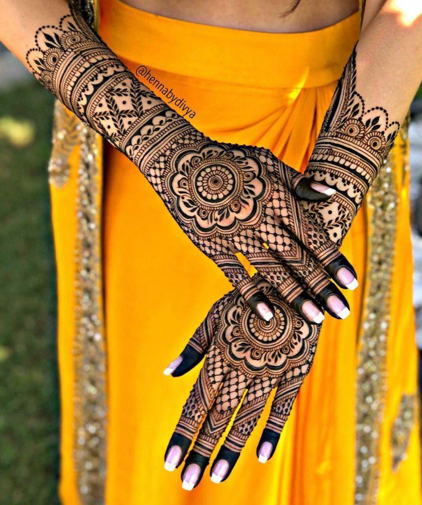 10 Rockstar Mehendi Artist You Must Follow for your henna Inspo!, HennabyDivya 2