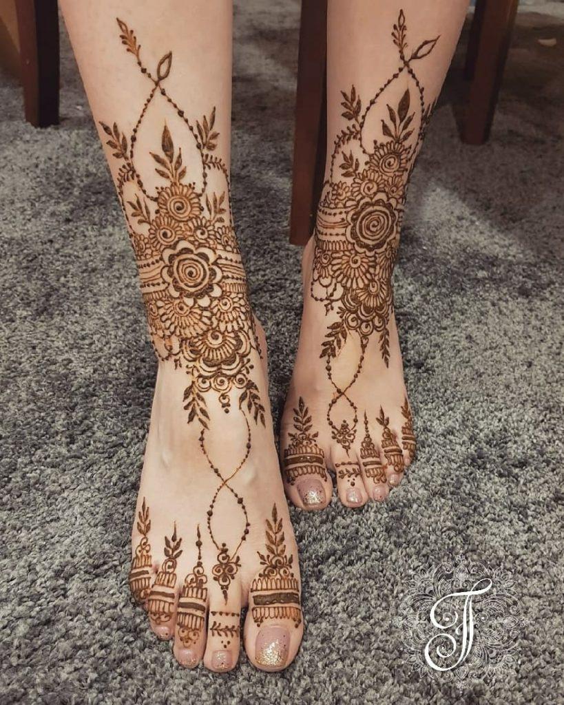 10 Rockstar Mehendi Artist You Must Follow for your henna Inspo!, Nisha Hussain 3