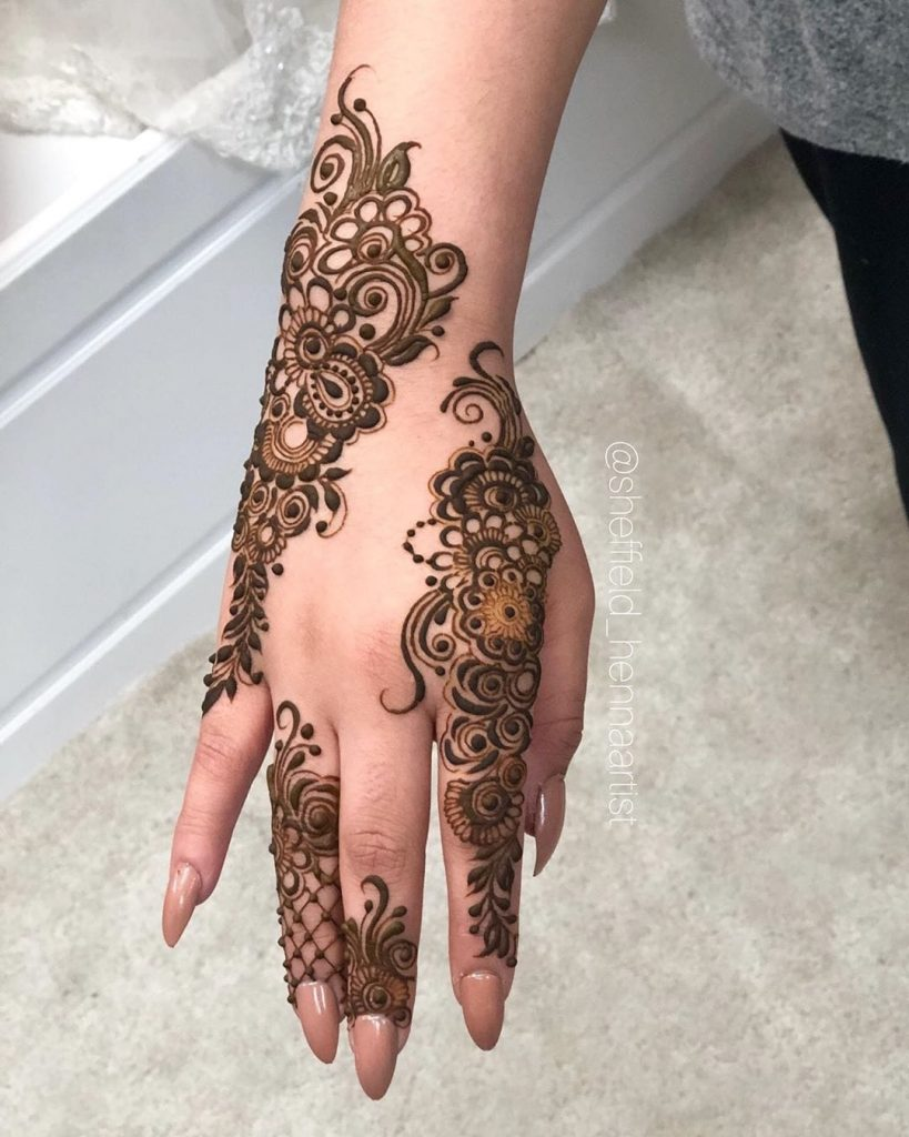 20+ Best Mehndi Designs for Bridesmaids!, Patch style floral designs