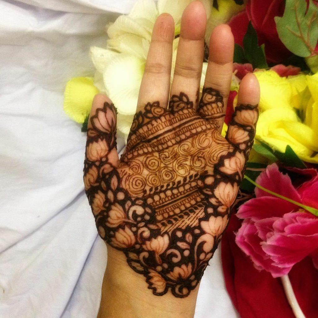 20+ Best Mehndi Designs for Bridesmaids!, Side flower Vines Designs