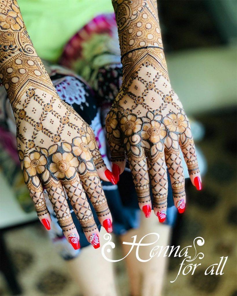 20+ Best Mehndi Designs for Bridesmaids!, Trending Floral Back Hand Design