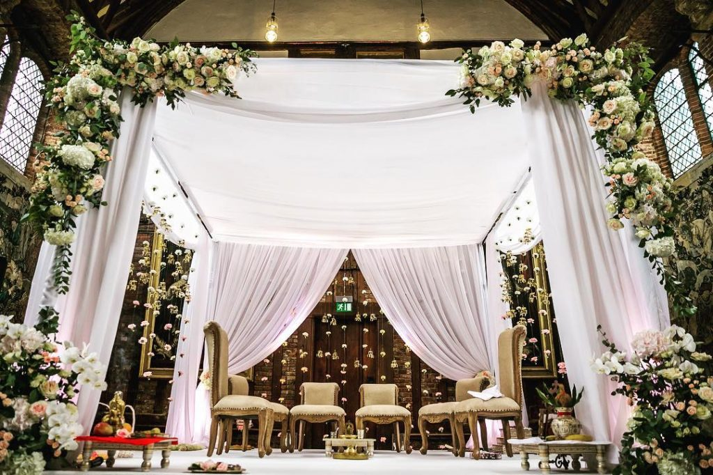 16 Beautiful Indoor Mandap Decor Ideas, 10 1