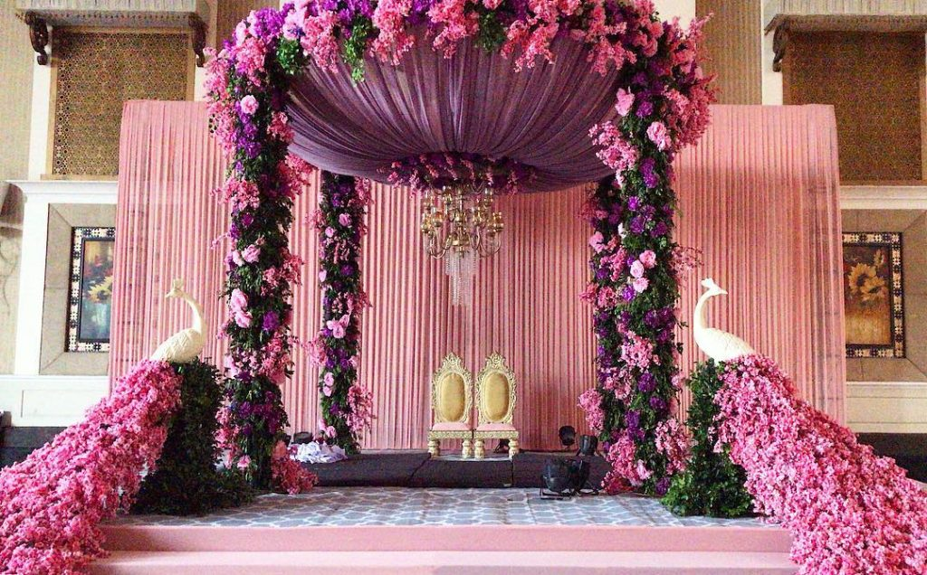 16 Beautiful Indoor Mandap Decor Ideas, 14 1