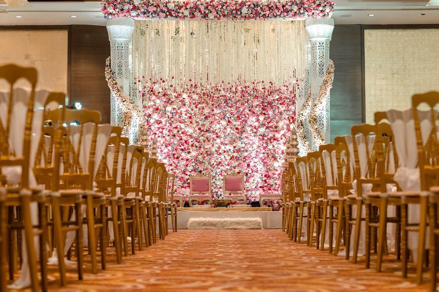 16 Beautiful Indoor Mandap Decor Ideas, 16 1