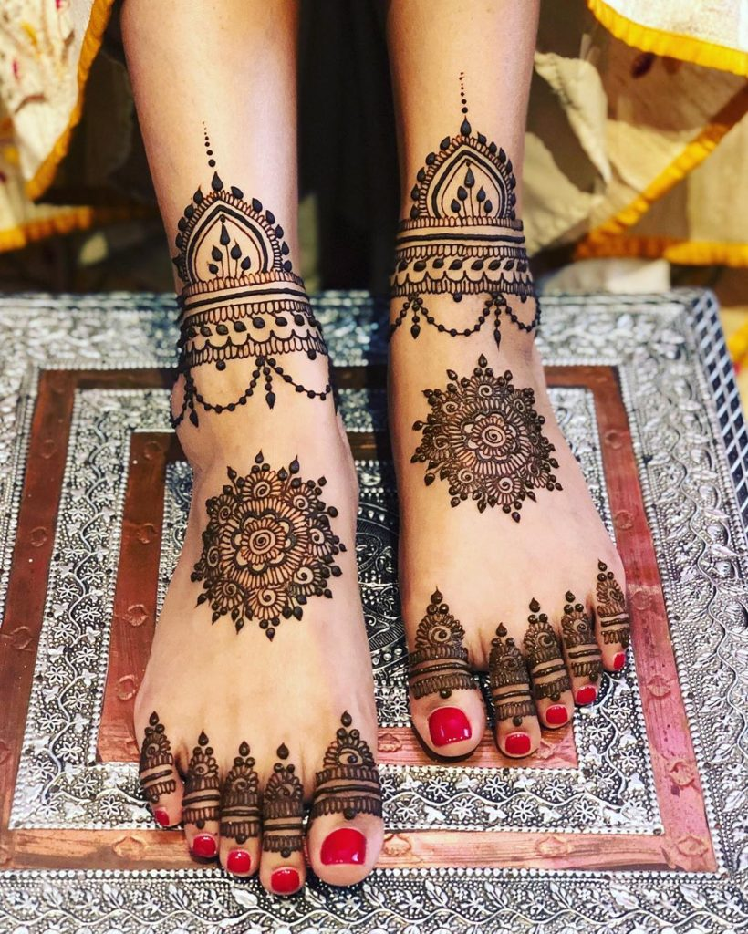 24 Amazing Feet Mehendi Designs for Brides, 1. Mandala Design 1