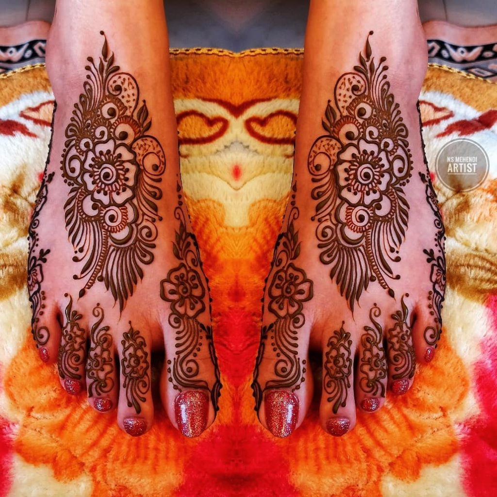 24 Amazing Feet Mehendi Designs for Brides, 11. Patch Design For Feet