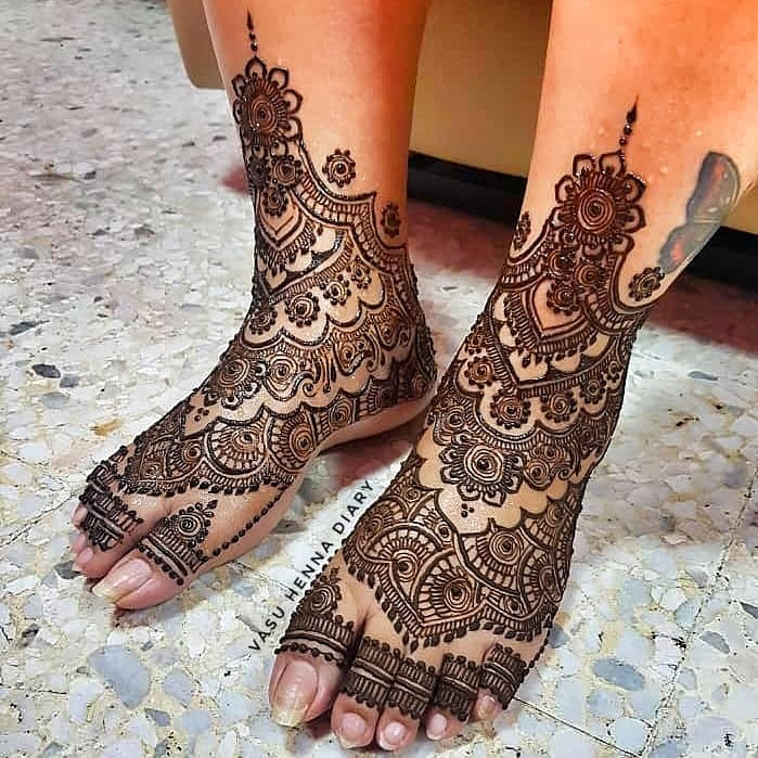24 Amazing Feet Mehendi Designs for Brides, 12. Detailed Design for Feet