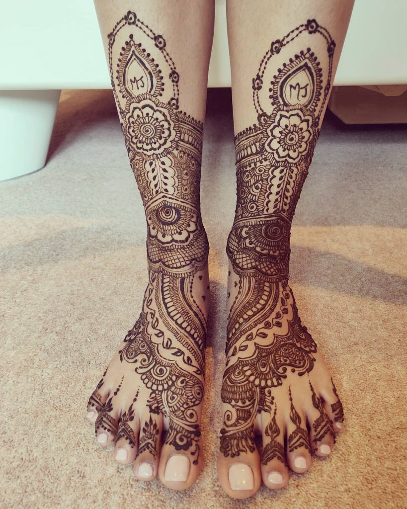 24 Amazing Feet Mehendi Designs for Brides, 14. Mix Design