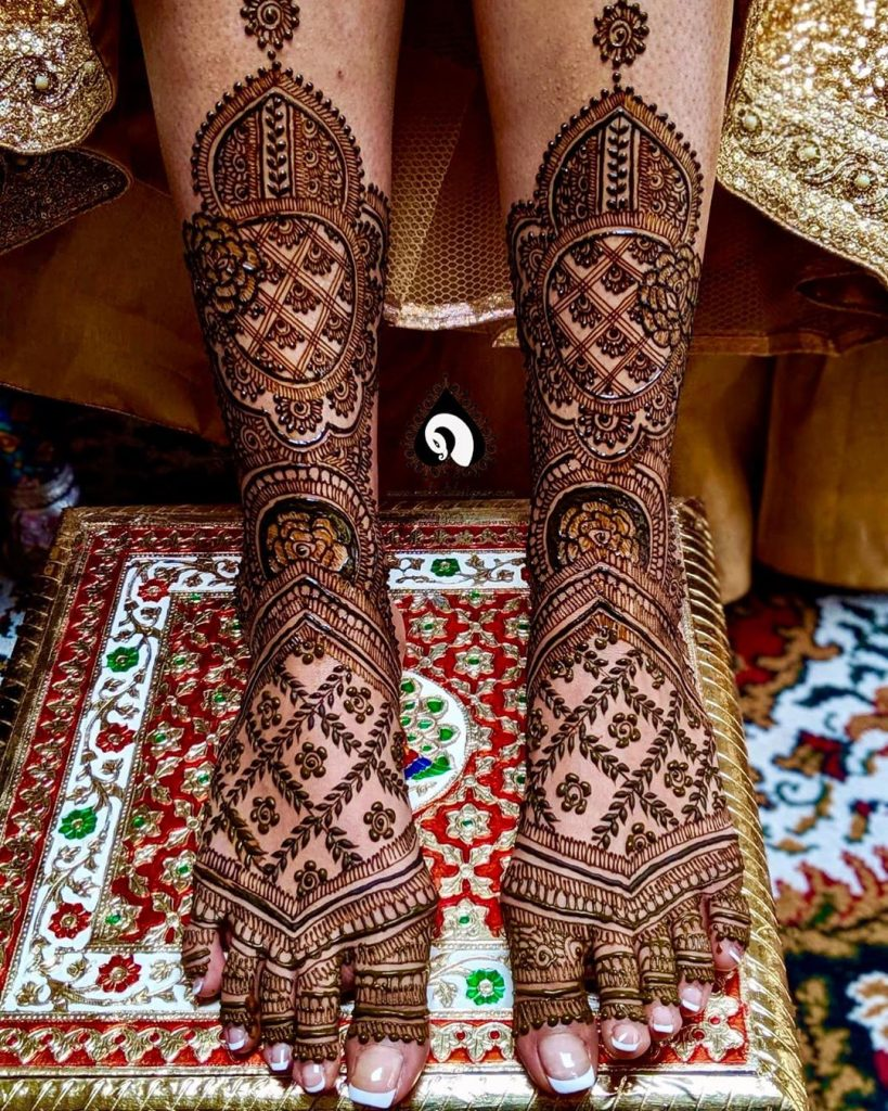 24 Amazing Feet Mehendi Designs for Brides, 2. Full Leg Mehendi