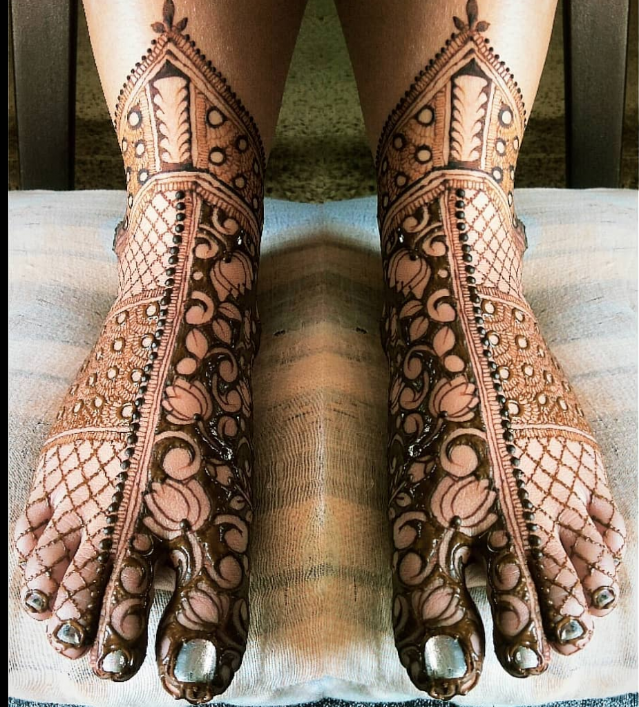 24 Amazing Feet Mehendi Designs for Brides, 3