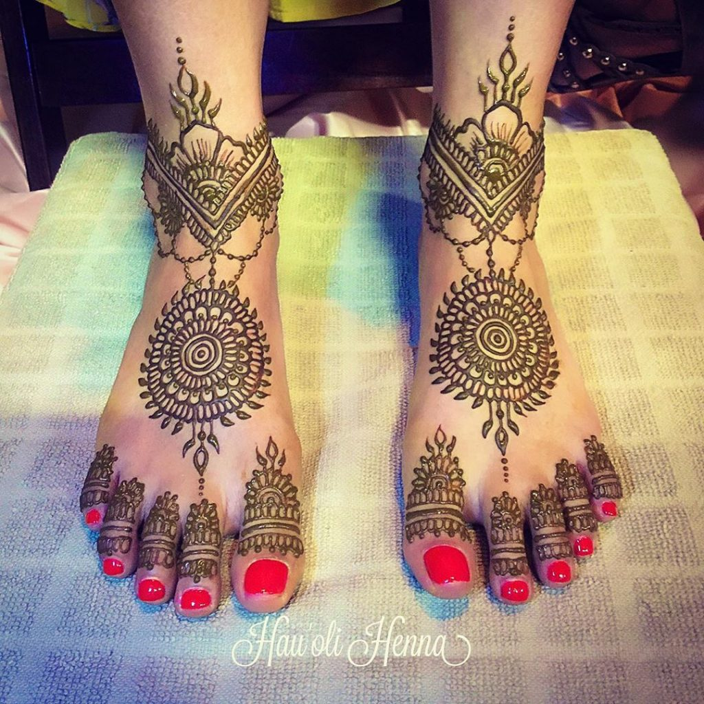 24 Amazing Feet Mehendi Designs for Brides, 6. Simple Bridal Feet Design