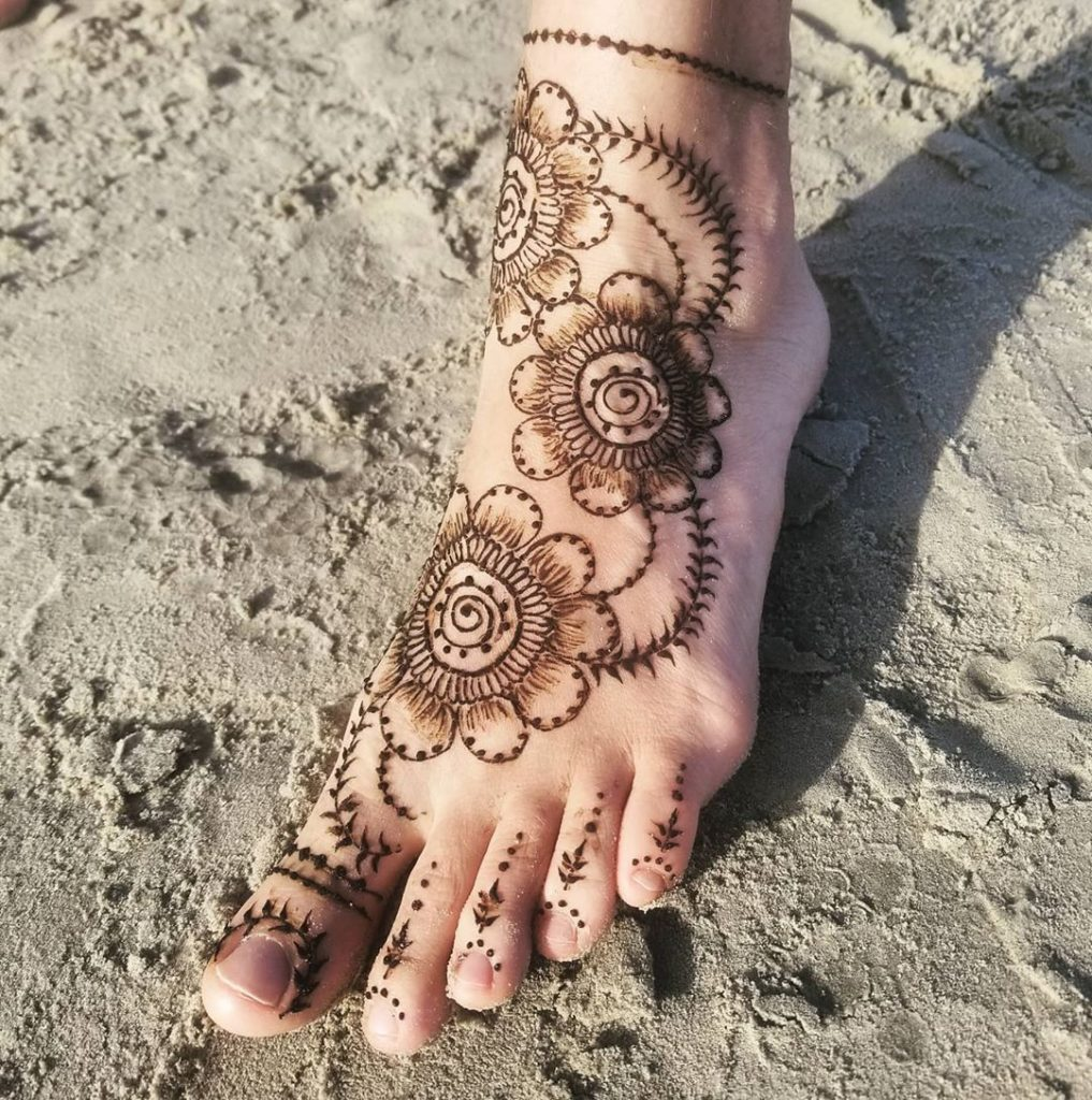 24 Amazing Feet Mehendi Designs for Brides, 9. Floral Feet Design