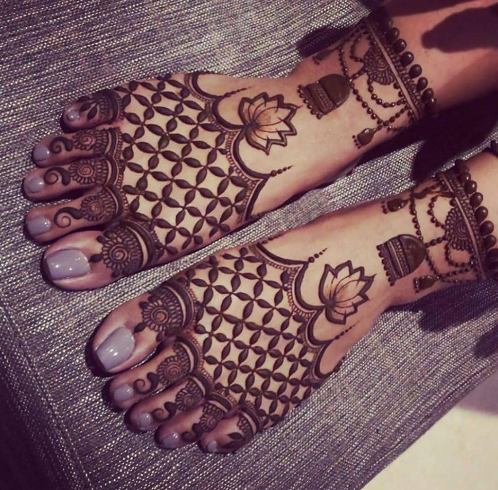 24 Amazing Feet Mehendi Designs for Brides, Chex Mehendi Pattern