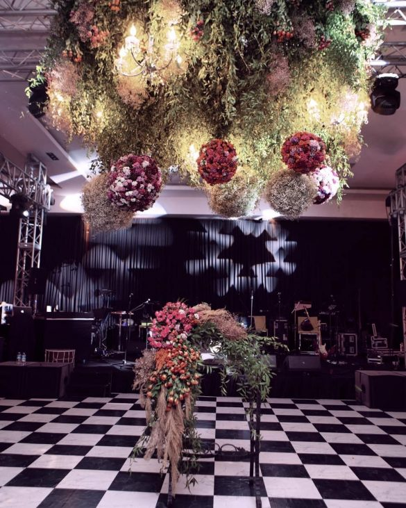 Everything You Need to Know about Floral Decor for Glamorous Wedding Venue, D 4