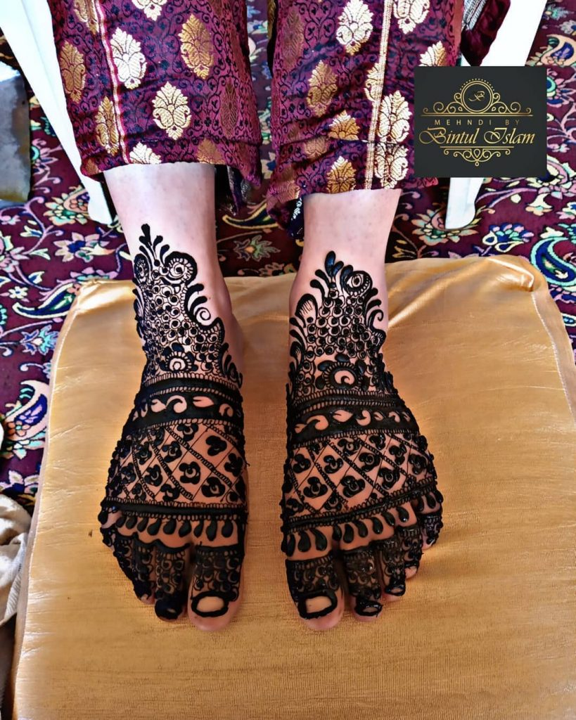 24 Amazing Feet Mehendi Designs for Brides, Dark Feet Mehendi