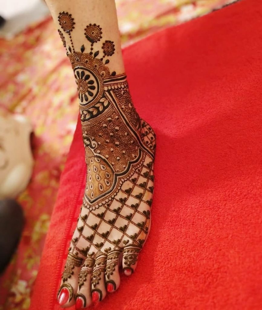 24 Amazing Feet Mehendi Designs for Brides, Stylish Henna Design