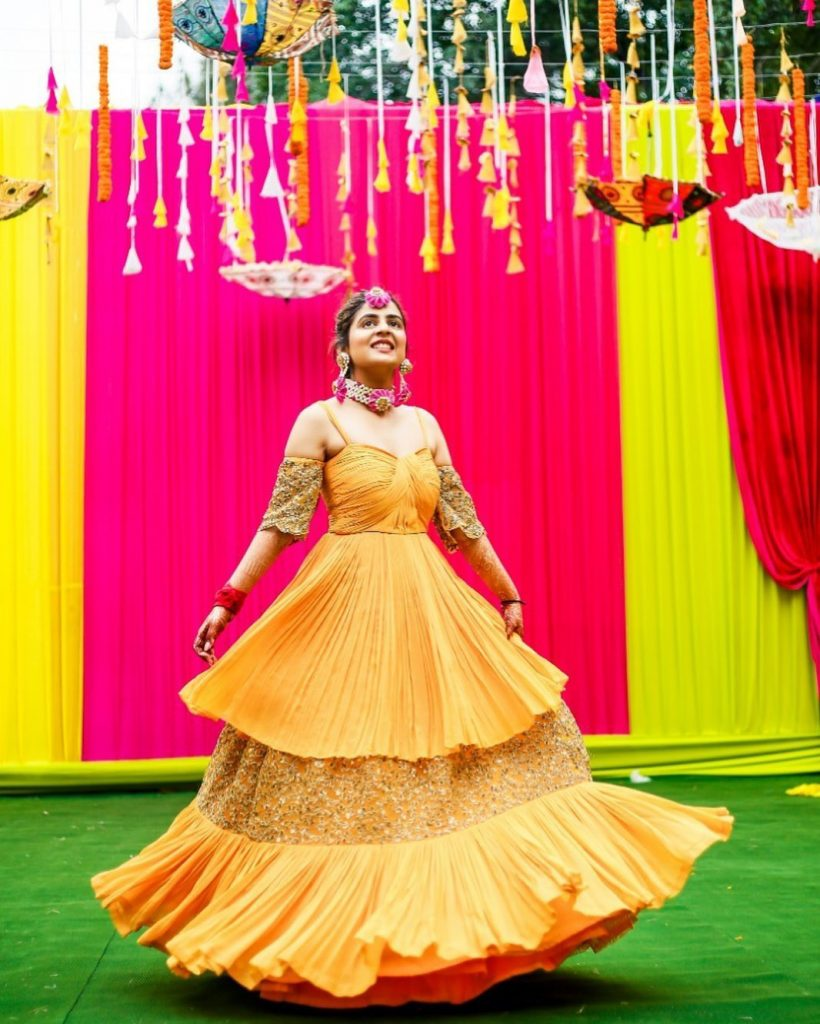 Real Brides Who Rocked In Off-Beat Mehendi Outfits You Have Never Seen Before!, happyframes 1597388663951