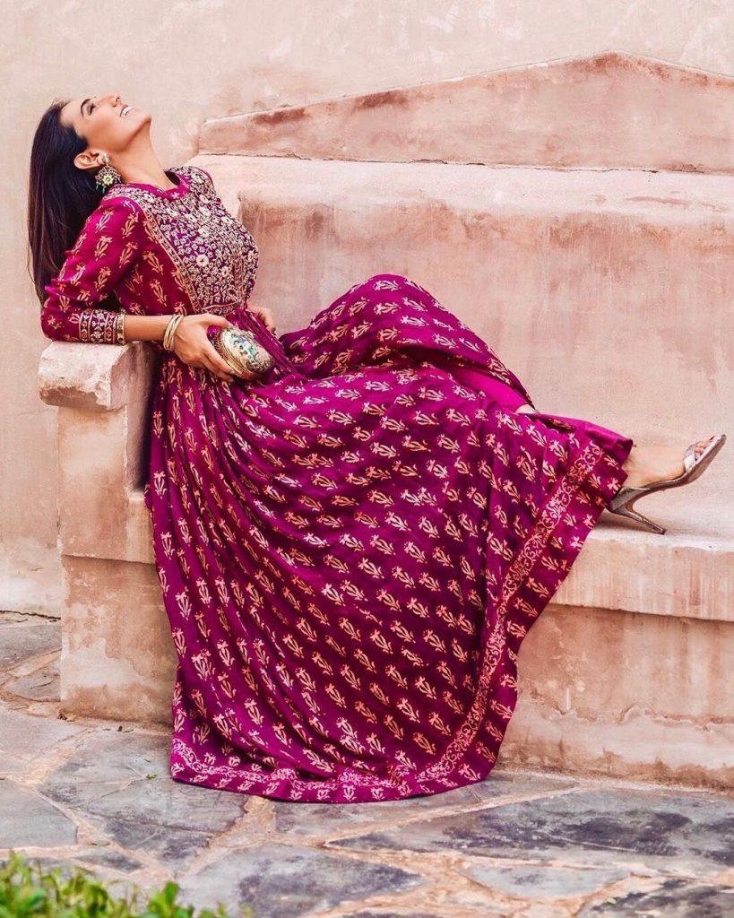 Bridesmaid! You Have To Check Out This Absolutely Stunning Bridesmaid Outfits, masoomminawala masoomminawala 15983474803293