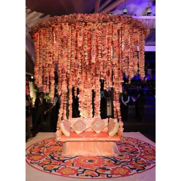 Everything You Need to Know about Floral Decor for Glamorous Wedding Venue, p