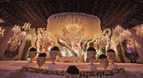 Everything You Need to Know about Floral Decor for Glamorous Wedding Venue, pp