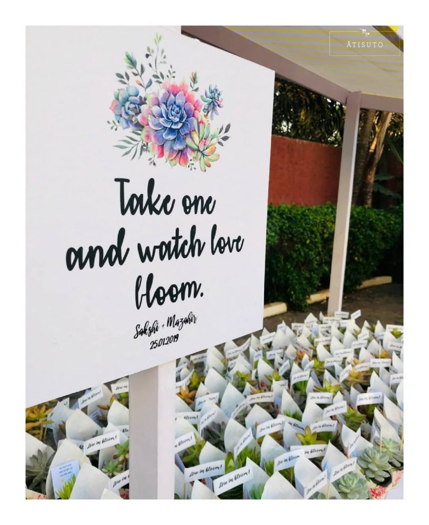 18 Fascinating Wedding Sign Board to Welcome your Guests in Style, s1