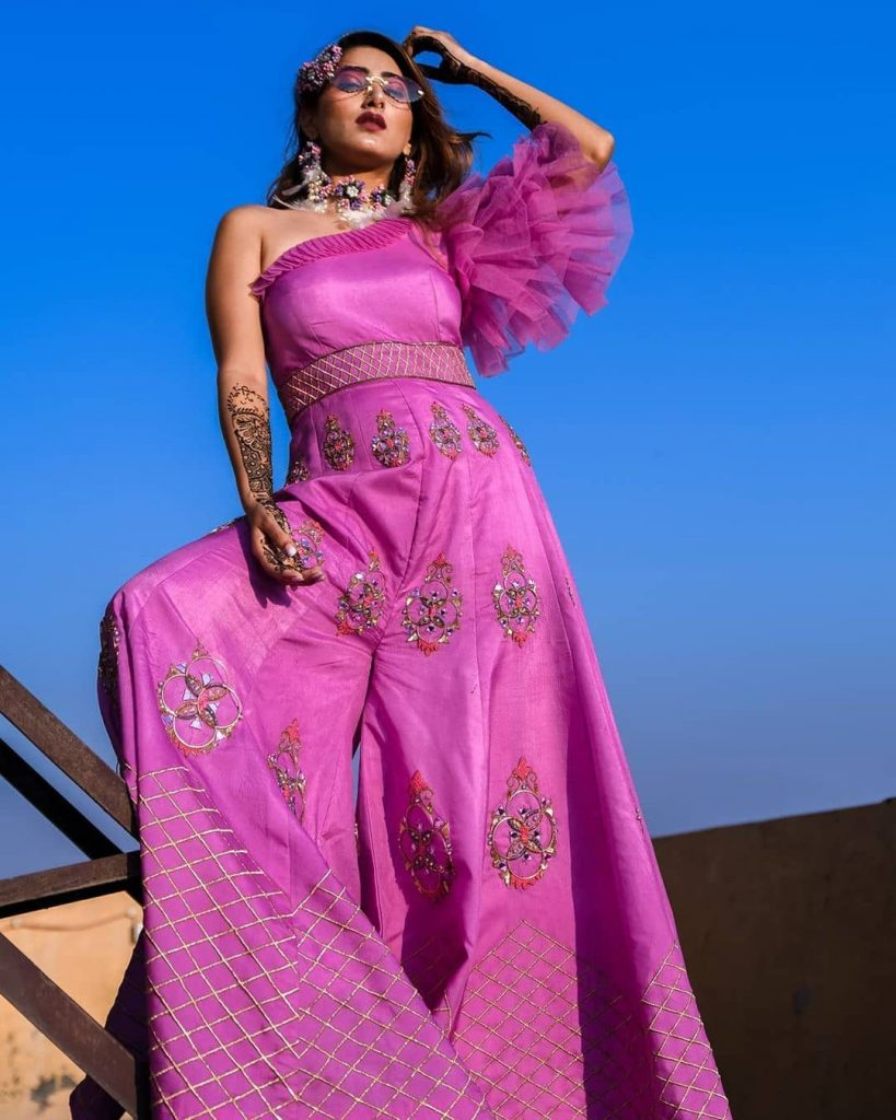 Real Brides Who Rocked In Off-Beat Mehendi Outfits You Have Never Seen Before!, weddinggaadi 1597389400887
