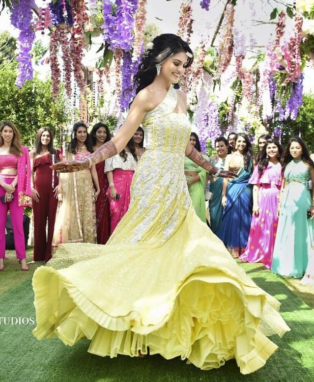 Real Brides Who Rocked In Off-Beat Mehendi Outfits You Have Never Seen Before!, wedmegood 1597388932288 e1597676917837