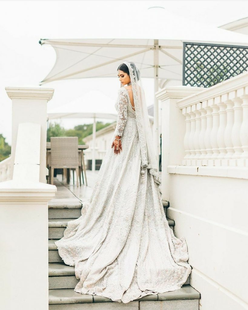 20 Gorgeous Bridal Trail Lehengas and Gowns That Made Our Jaws Drop!, wedmeplz wedmeplz 15967214872090