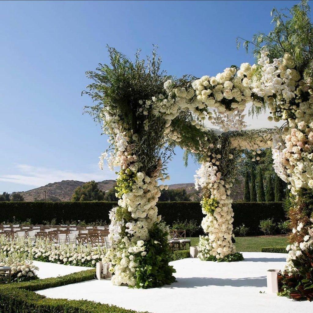 24 Enchanting Floral Mandap Decor for Planning OTT Indian Wedding, 1 156