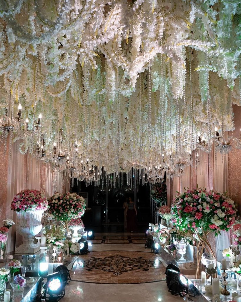 20 Floral Entrance Decor to Venue For Royal Weddings, 1 178