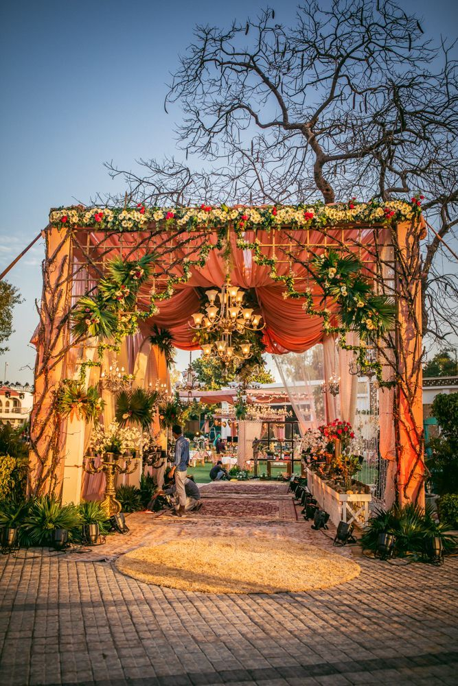 20 Floral Entrance Decor to Venue For Royal Weddings, 1 180