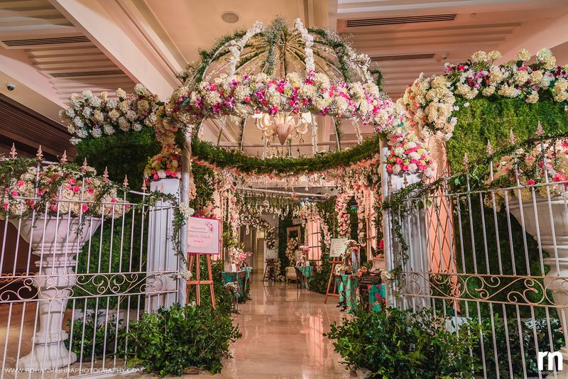 20 Floral Entrance Decor to Venue For Royal Weddings, 1 181