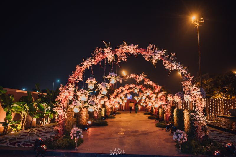 20 Floral Entrance Decor to Venue For Royal Weddings, 1 182