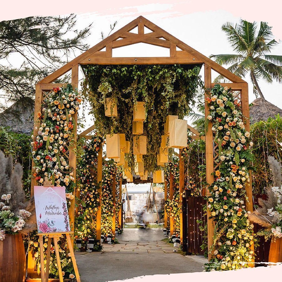 20 Floral Entrance Decor to Venue For Royal Weddings, 1 183
