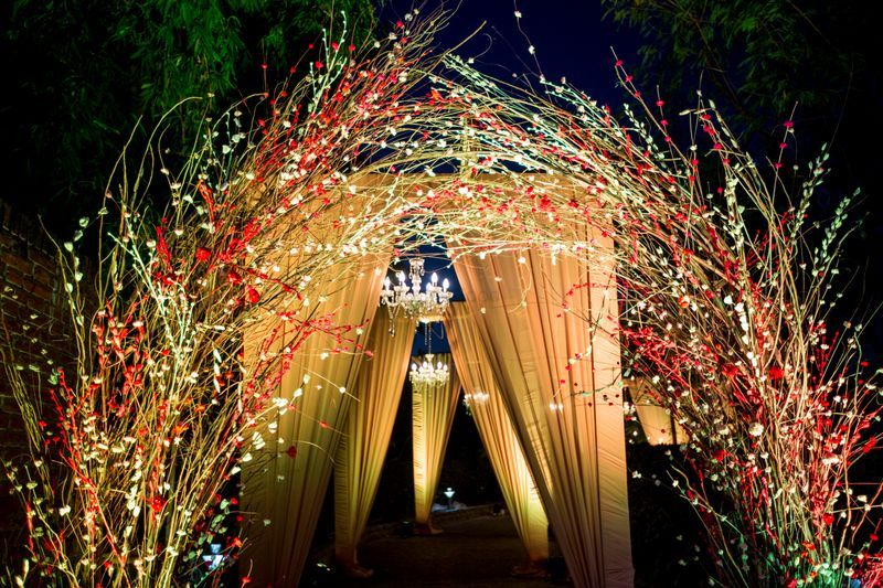 20 Floral Entrance Decor to Venue For Royal Weddings, 1 185