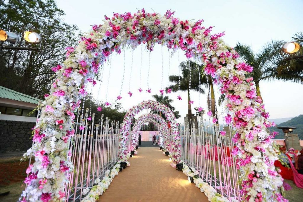20 Floral Entrance Decor to Venue For Royal Weddings, 1 186