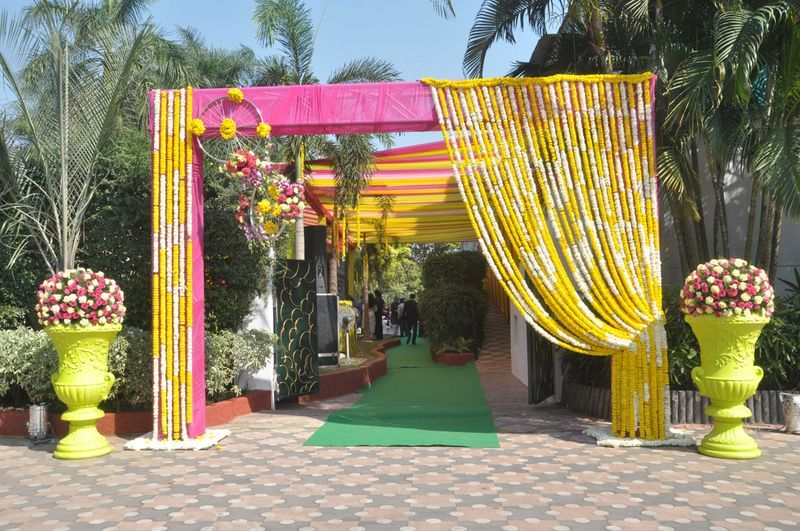 20 Floral Entrance Decor to Venue For Royal Weddings, 1 187