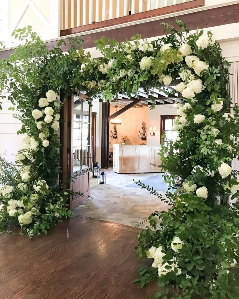 20 Floral Entrance Decor to Venue For Royal Weddings, 1 190