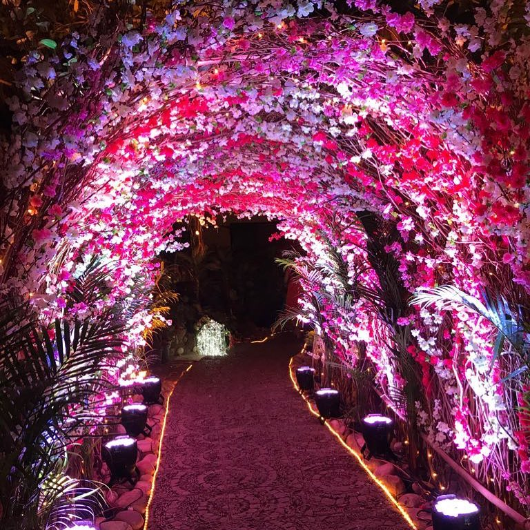 20 Floral Entrance Decor to Venue For Royal Weddings, 1 193