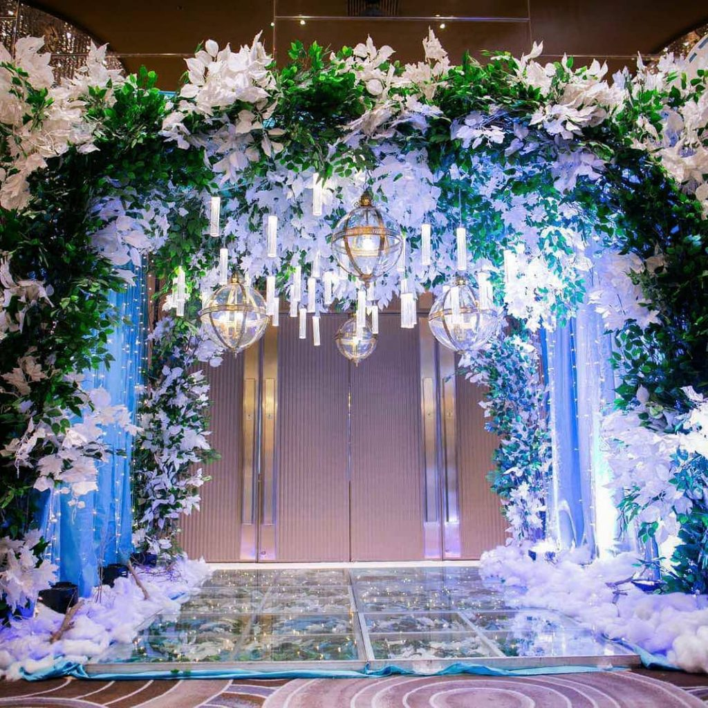 20 Floral Entrance Decor to Venue For Royal Weddings, 1 194