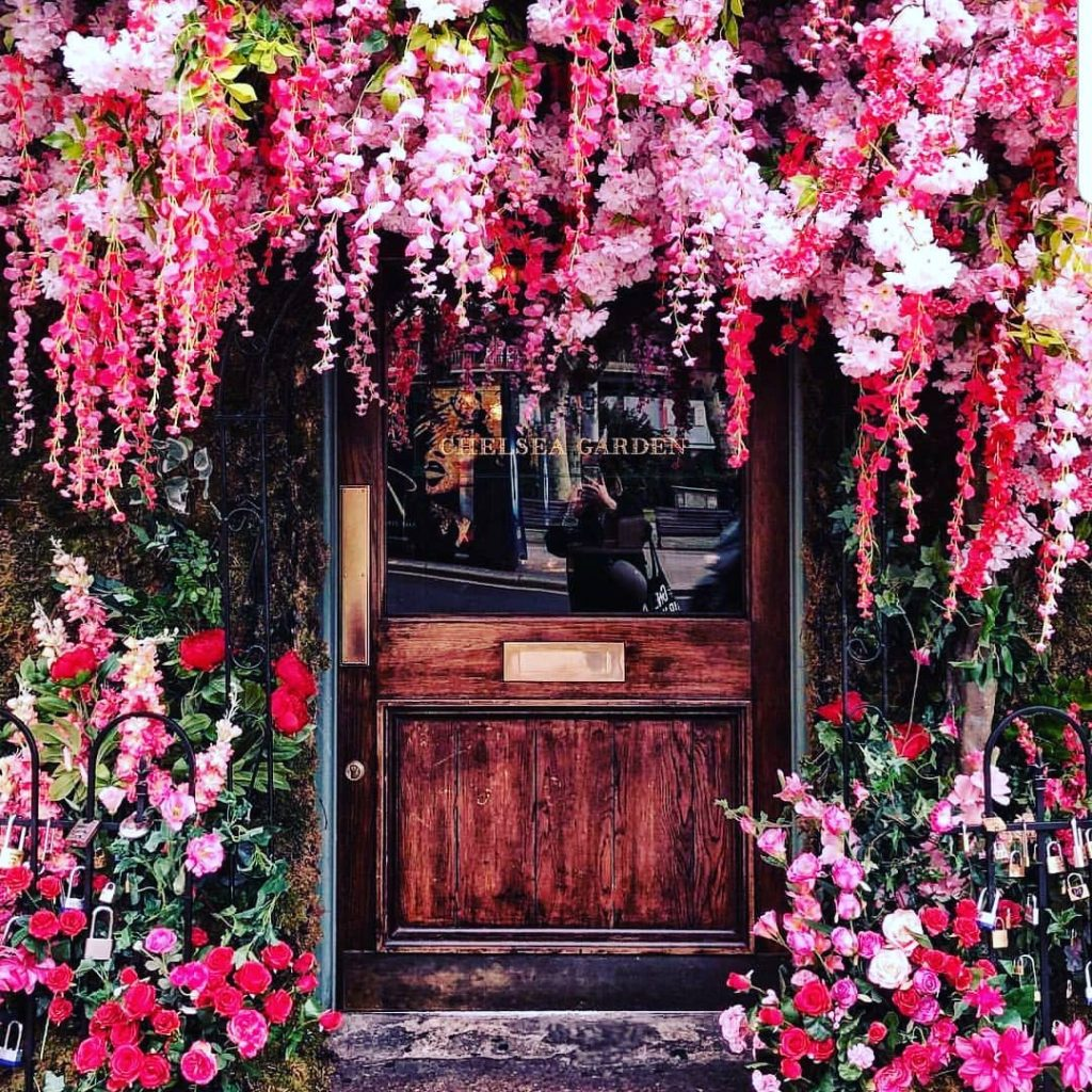 20 Floral Entrance Decor to Venue For Royal Weddings, 1 195